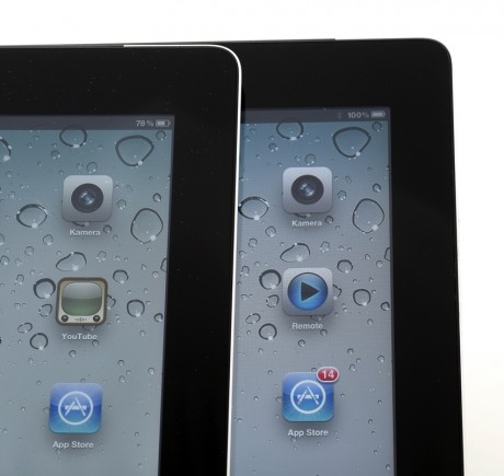 Den nye iPad-en til venstre, iPad 2 til høyre