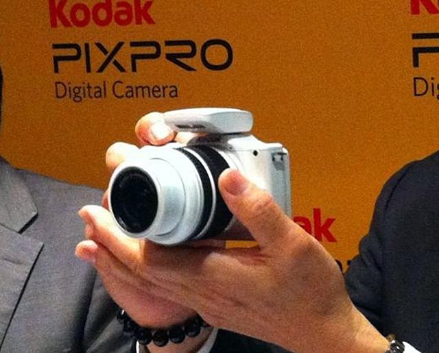 Kodak_S1 hand