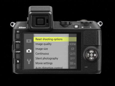 Nikon-1-V2-bak