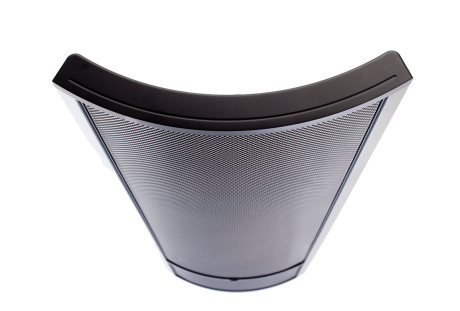 Det buede elektrostatpanelet sørger for bedre horisontal spredning, enn fra et flatt panel.