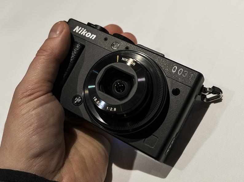 Nikon Coolpix A foran