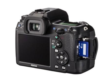 SD-kortets størrelse sier litt om hvor kompakt kameraet faktisk er.