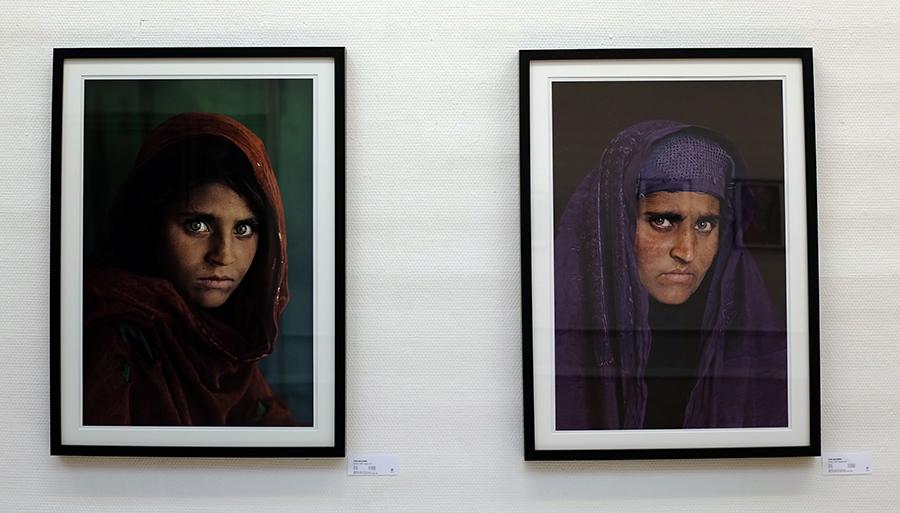 Steve McCurrys to bilder av Sharbat Gula.