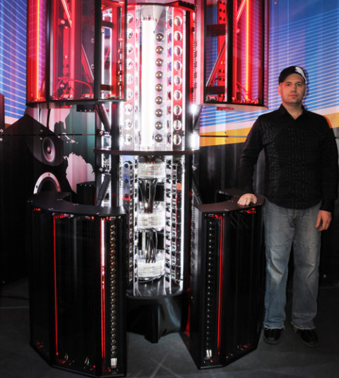 Sjefskonstruktør og grunnlegger Andrea Pivetta poserer stolt med sitt nye beist.