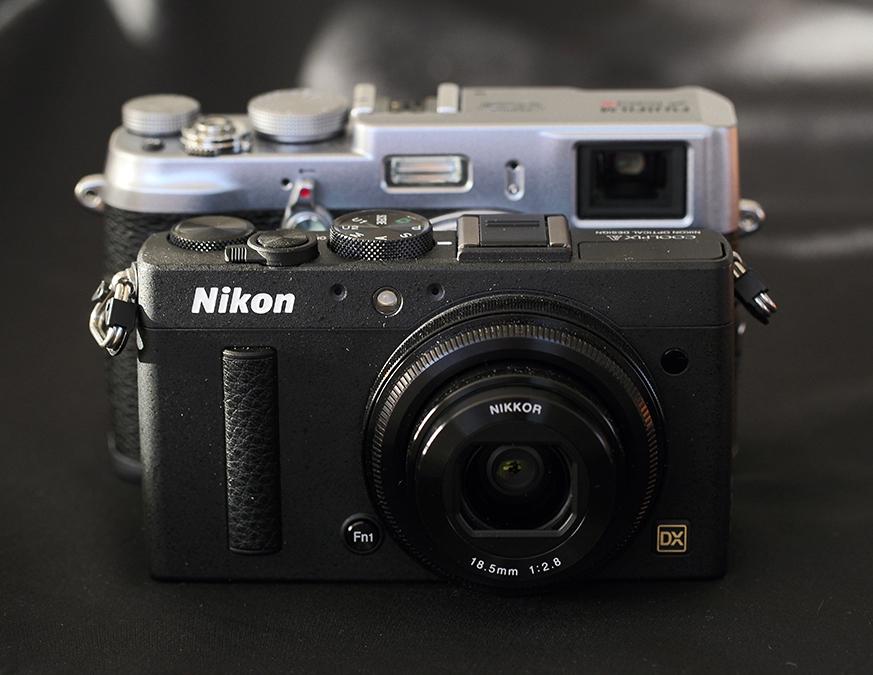 Sammenligner man størrelsen med FujiFilm X100S, ser man hvor mye mindre Coolpix A er.
