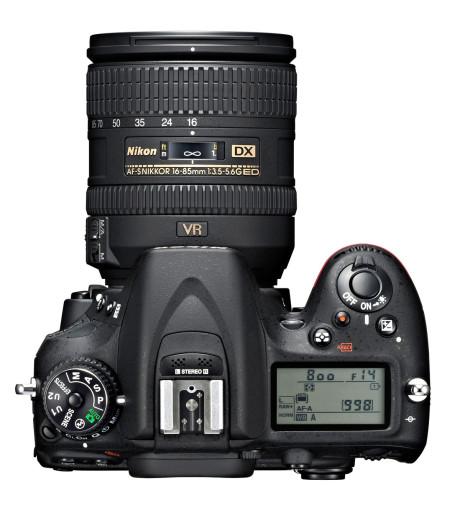 D7100 har fått integrert stereomikrofon.