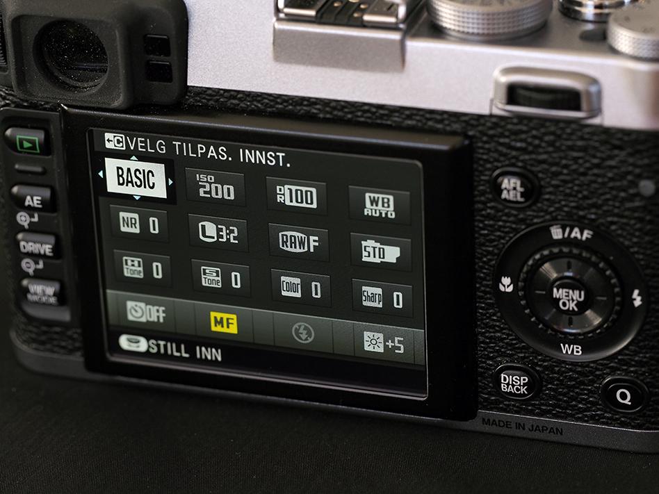 Q-knappen på baksiden gir umiddelbar tilgang til de viktigste innstillingene på skjermmenyen, som vist her.