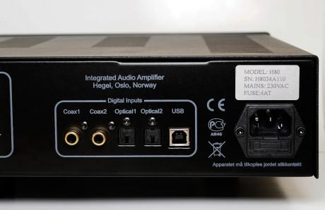Svært fleksibel med fem digitale innganger inkludert USB, mer trenger man ikke.