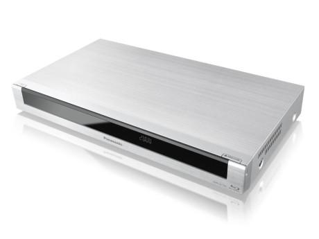 DMR-BCT83 er sølvfarget med 1 TB lagringsplass.