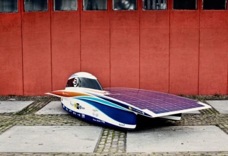 Nuon Solar Team var først i mål i Challenger-serien med bilen Nuna7, og hadde tilbakelagt sine 3020 kilometer kl 10.03 lokal tid torsdag.