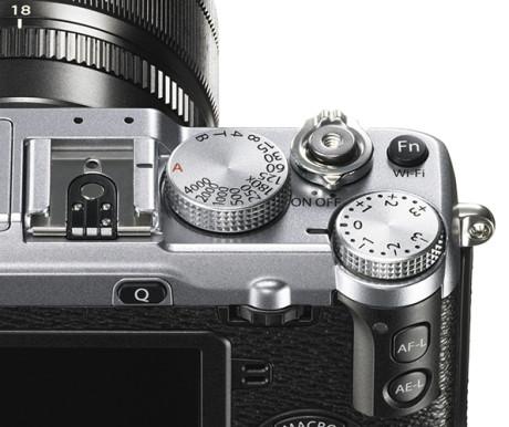 X-E2_Silver_Dial_Close_up