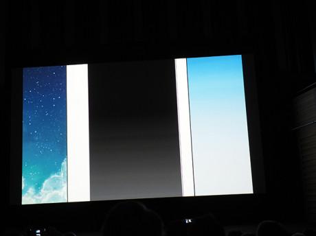 Tykkelsen på rammen rundt skjermen på iPad retina til venstre, iPad Air til høyre