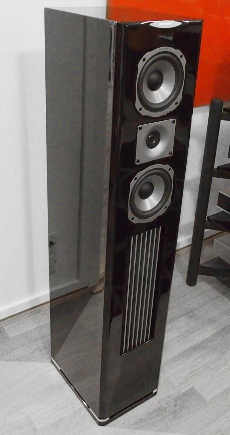 Platinum-serien er de mest påkostede Quadral-høyttalerne. Her den største M50. Foto: Geir Nordby