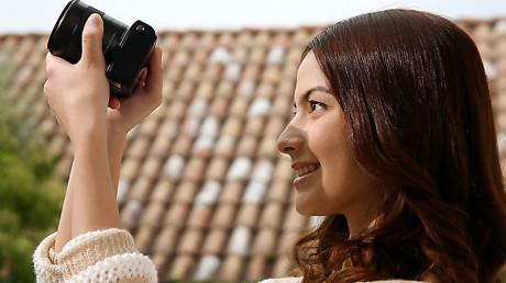 Canon EOS M2 hands