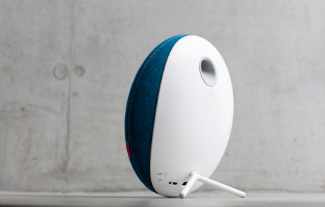 Libratone_Loop_IcyBlue_Concret_03