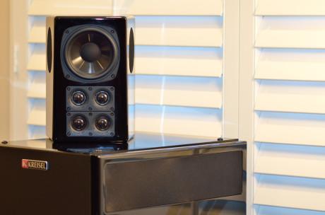 Q-125 TriFX surroundhøyttalerne sørger for et helomsluttende lydbilde.