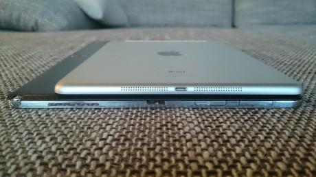 Med sine 7,95 mm er Galaxy NotePRO 12.2 nesten like tynn som iPad Air (7,5 mm).
