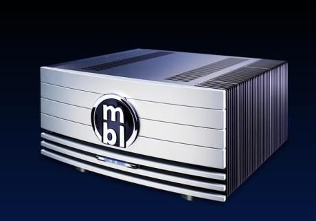 Effektforsterkeren MBL 9007 er oppgitt til 2 x 130W og 1 x 440W i 8Ω.