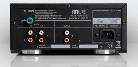 I motsetning til storebror M1ViNL har denne bare ubalansert utgang. Men den støtter både MM- og MC-pickuper.