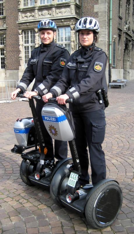 Hvorvidt NYPD ved samme anledning vil skifte ut sine tjenestekjøretøy, vites ikke.