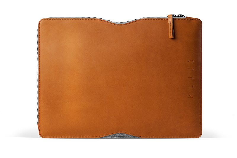 13-Macbook-Folio-Sleeve-Tan-Studio-001