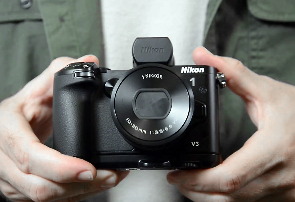 Nikon V3 hands