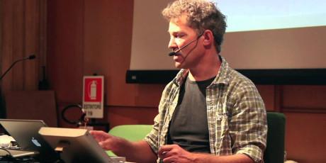 Thomas Lund fra TC Electronic forklarer på et seminar i 2011 om lydnivåkrigen som det største problemet innen lydkvalitet.