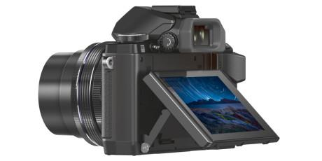 Vippbar pekeskjerm og elektronisk søker hjelper veldig på anvendeligheten til Olympus-kameraet.