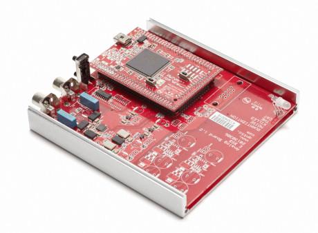 Alle komponentene på kretskortet er nøye utlagt. Blant annet sitter klokkene rett ved DAC-chipen for å være sikker på at ikke jitter introduseres etter signalet er klokket.