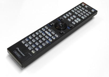 Som med de fleste andre surroundreceivere er fjernkontrollen ganske usexy.