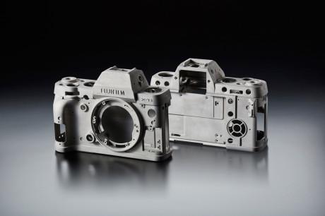 Kamerahuset er støpt i aluminium med alle åpninger tettet av gummipakninger, for å holde dårlig være ute.