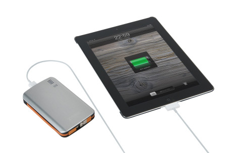 Xtorm-Powerbank-AL370---ISO_Connected-iPad