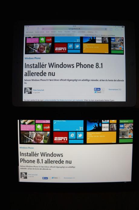 iPad Air øverst og Nokia Lumia 2520 nederst. At skjermen på sistnevnte lider av gulstikk kan man se med det blotte øye.