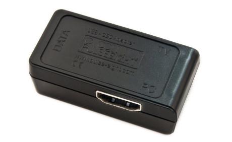 En HDMI-CEC adapter er en liten plastbit som plasseres mellom datamaskinen og flatskjermen/receiveren og setter XBMC i stand til å motta kommandoer fra en helt vanlig fjernkontroll.