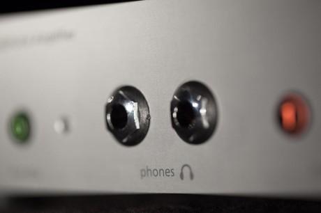 A2 har to hodetelefonutganger, og kan drive to hodetelefoner samtidig, uansett impedans.
