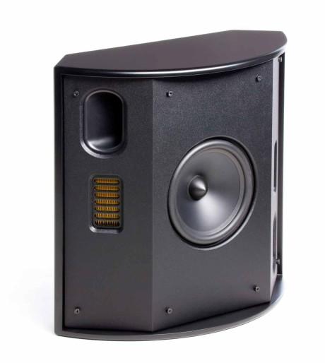Bakhøyttaleren FX2 har to Folded Motion diskanter som spiller i hver sin retning sammen med bassportene. Det dynamiske bass/mellomregisterelementet peker fremover.