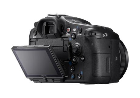 Få kosmetiske endringer, forbedringene er på innsiden av Sony-kameraet.