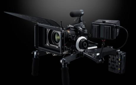 D810 kan rigges til videoopptak, og har mikrofoninngang, hodetelefonutgang og HDMI ut, med strømming av video.