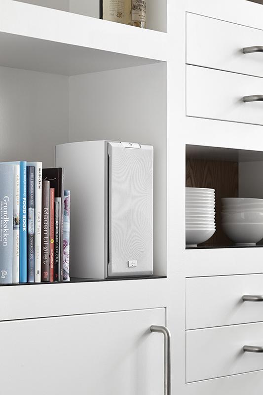 SR bookshelf