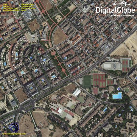 Satellittbilde av Madrid. Man kan til og med se folk i svømmebassenget.
