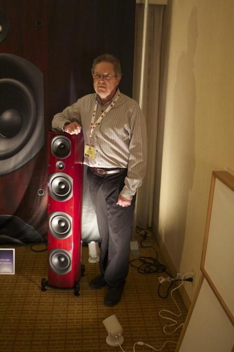 Paul Barton viste frem sine nye gulvhøyttalere Imagine T3 under Rocky Mountain Audio Fest 2014. Demonstrasjonen ble gjort med NAD elektronikk og TIDAL (aka Wimp) musikkstrømming. Foto: Absolute Sound