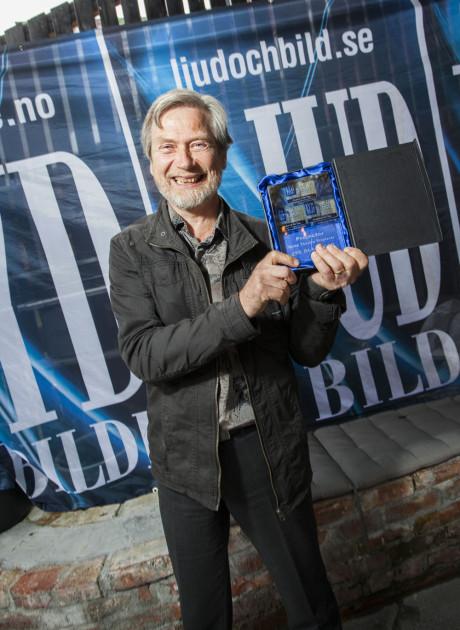 Eivind Lygren fra AVshop var stolt mottaker av prisen for årets beste projektor fra JVC.