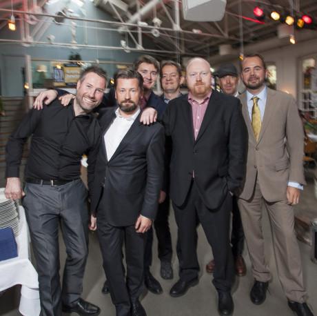 En glad Lyd & Bilde-redaksjon: Foran fra venstre: Geir Gråbein Nordby, Lasse Svendsen, Peter Gotschalk og Tor Aavatsmark. Bak: Audun Hage, John Hvidlykke og Lorentz Celo.