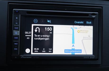CarPlay navigasjon er oversiktlig, men litt tregere enn den innebygde.