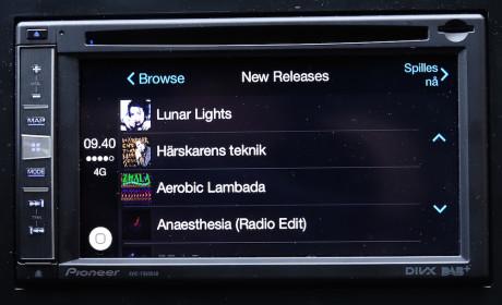 Spotify er integrert i CarPlay. Her oversikt over nye utgivelser, sortert etter sang- og albumtitler.