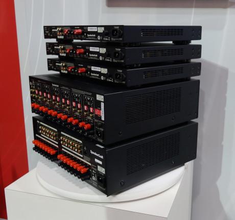 SpeakerCraft lager også forsterkere med flere soner til hjemmeinstallasjon.