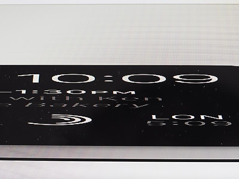 """11"""" MacBook Air har 1366 x 768 piksler, som gir mer grovkornet oppløsning..."""