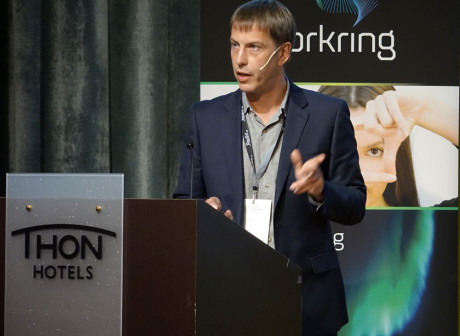 Michael Hill fra Radioplayer, under en radiokonferanse i Oslo den 11. juni.