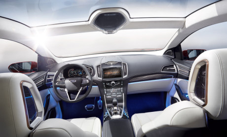**Embargoed until 12:01 a.m. EST on Wednesday, Nov. 20, 2013** Ford Edge Concept: The interior of Ford Edge Concept is open and airy, with a level of craftsmanship and material quality that consumers around the world will appreciate.