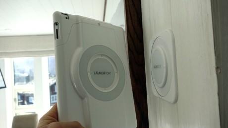 Med det magnetiske Launchport -systemet er det enkelt å flytte og feste en iPad på flere monteringspunkter rundt omkring i huset.